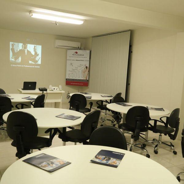 Outro ângulo - Sala de Treinamento da Emerson Fabris - Palestra, Treinamento e Consultoria